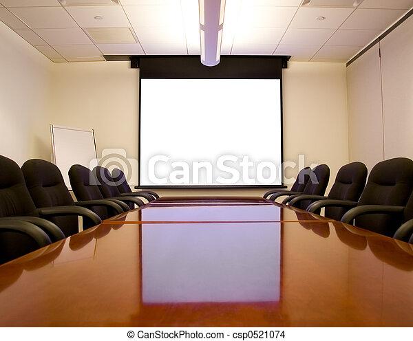 Sala de reuniones con pantalla - csp0521074