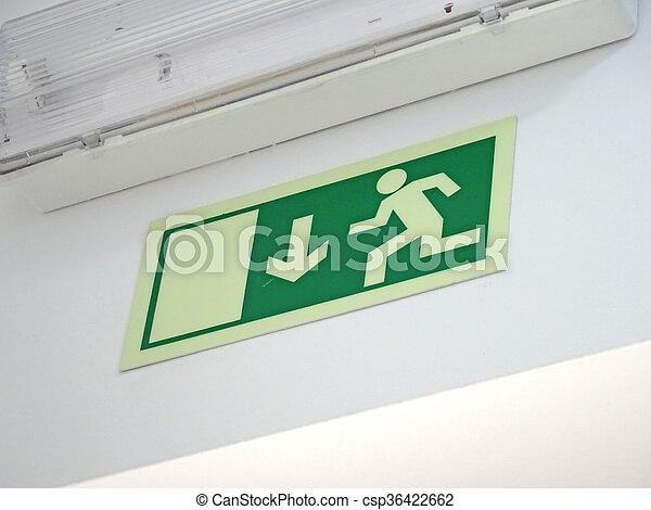 Señal de salida de emergencia - csp36422662