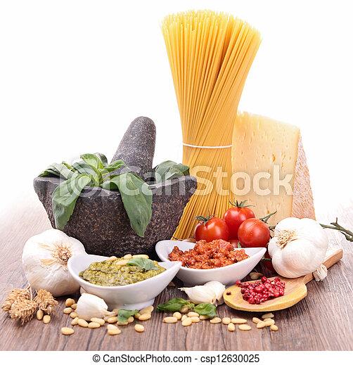 Espagueti y salsa - csp12630025