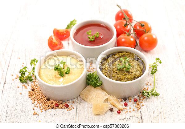 Salsa variada y salsa - csp57363206