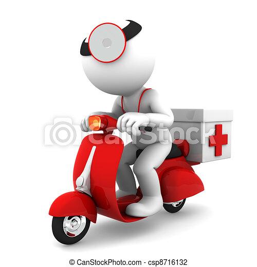 Médico en scooter. Un concepto de servicio médico de emergencia - csp8716132