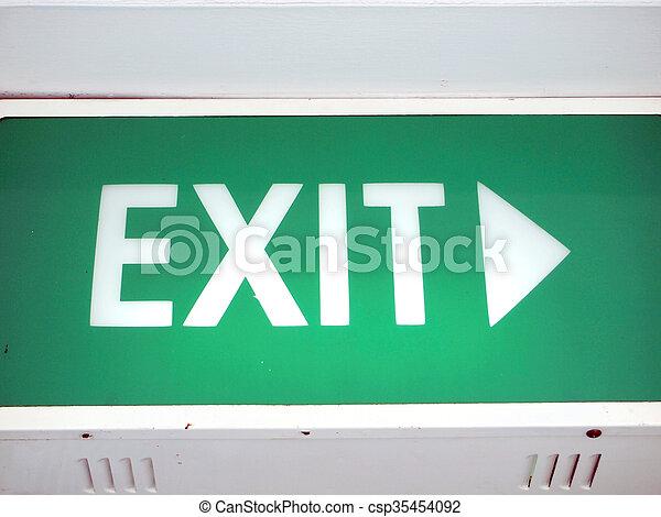 Señal de salida de emergencia - csp35454092