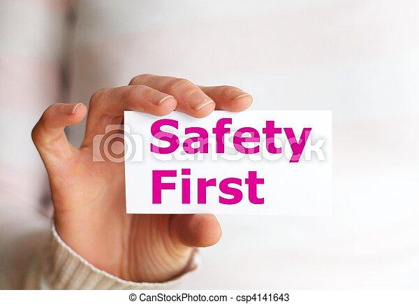 La seguridad primero - csp4141643