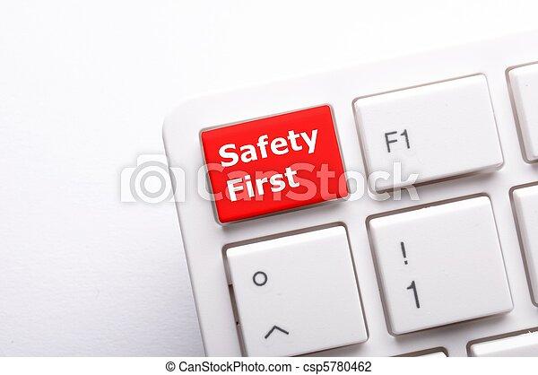La seguridad primero - csp5780462