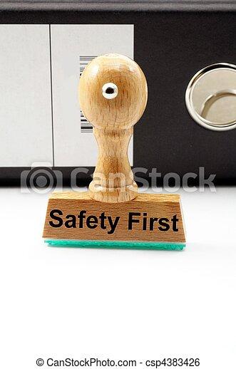 La seguridad primero - csp4383426