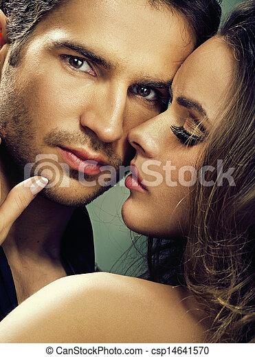 Una mujer fabulosa con su hombre serio - csp14641570