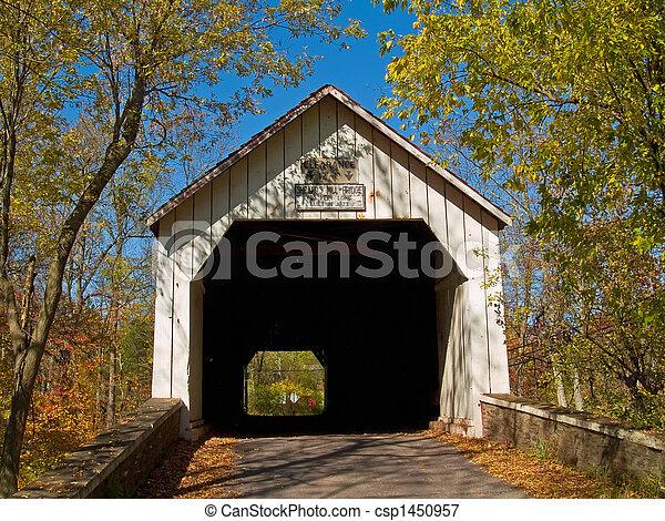 Sheards Mills cubrió el puente - csp1450957