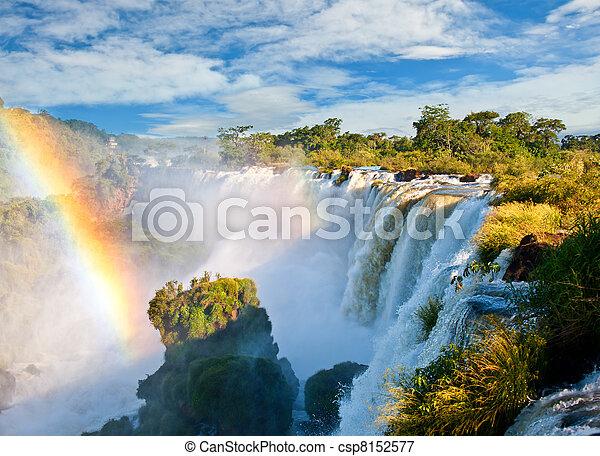Iguazu cae, una de las siete maravillas de la naturaleza. Unesco patrimonio mundial. Vista desde el lado argentino. - csp8152577