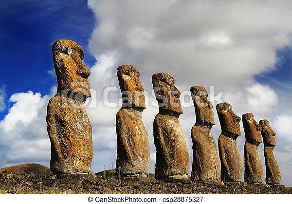 Vista de siete ahu akivi moai - csp28875327