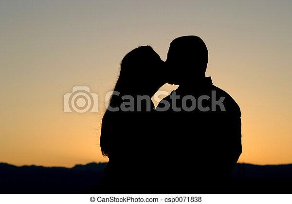 Beso de silueta - csp0071838