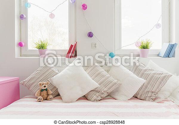 sofá cómodo blanco - csp28928848