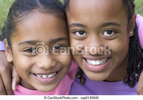 Sonriendo niños - csp0145645