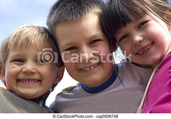 Sonriendo niños - csp0506748