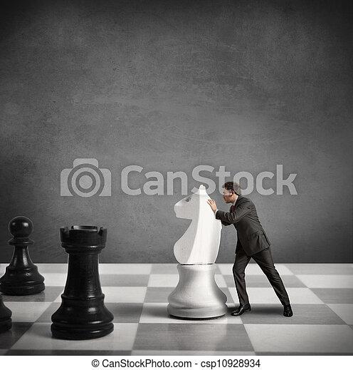 Estrategia y tácticas en los negocios - csp10928934