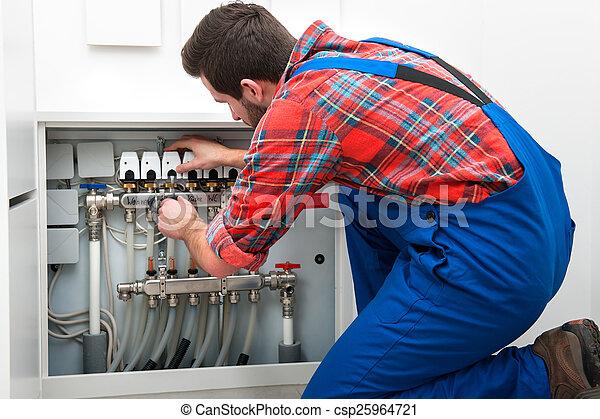 Técnico en el trabajo - csp25964721