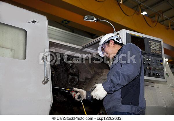 Técnico mecánico de la máquina Cnc - csp12262633