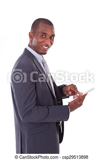 Un hombre de negocios afroamericano usando una tableta táctil sobre fondo blanco, gente negra - csp29513898