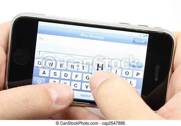 Texando en un teléfono de pantalla - csp2547886