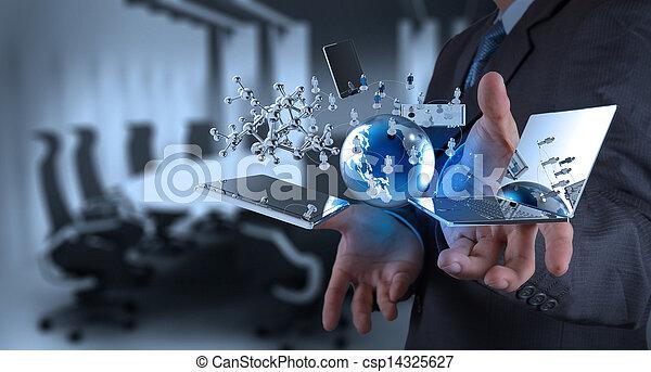 Hombre de negocios trabajando en tecnología moderna - csp14325627
