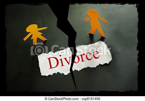 Papel torcido con texto de divorcio y figuras de parejas de papel - csp8191409