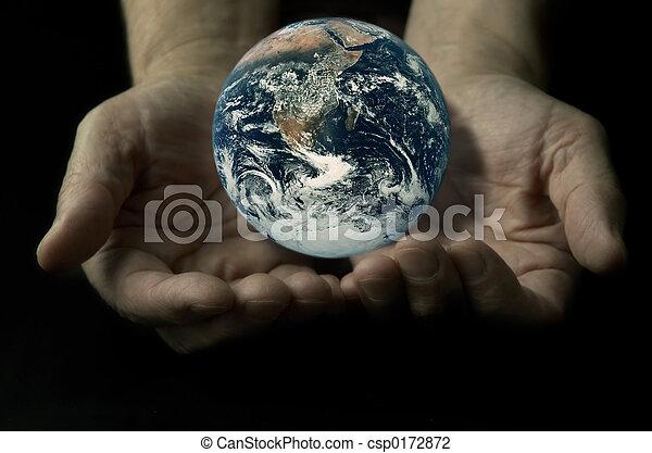 Tierra en las manos - csp0172872