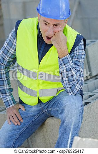 trabajador, construcción, 3º edad, decepcionado - csp76325417