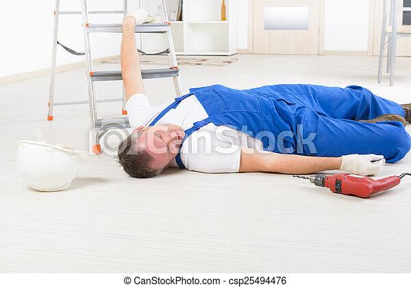 Accidente en el trabajo - csp25494476