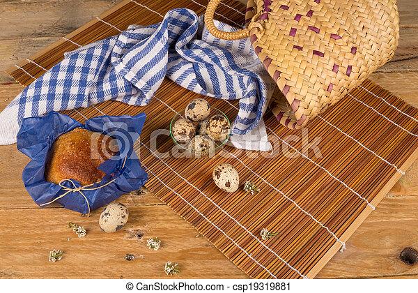 Pastel tradicional español de Pascua - csp19319881