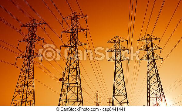 Líneas de transmisión eléctrica al atardecer - csp8441441