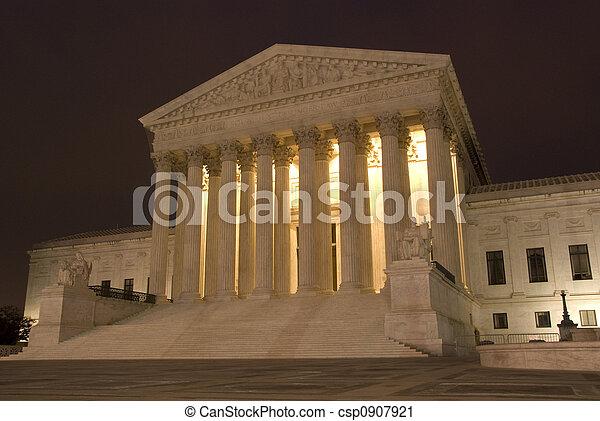 La Corte Suprema de EE.UU. por la noche - csp0907921