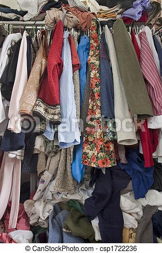 Un armario lleno de ropa - csp1722236