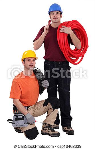 Un equipo de obreros con sus herramientas y materiales de construcción - csp10462839