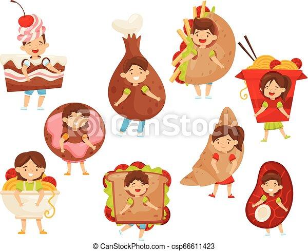 Un grupo de chicos con trajes de comida rápida. Divertidos niños y niñas. Personajes de niños de dibujos animados - csp66611423
