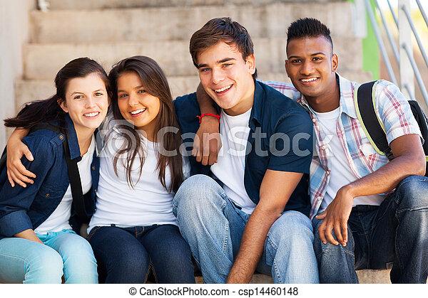 Un grupo de estudiantes de secundaria - csp14460148