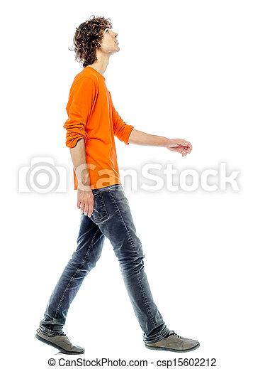 Un joven caminando mirando hacia arriba - csp15602212