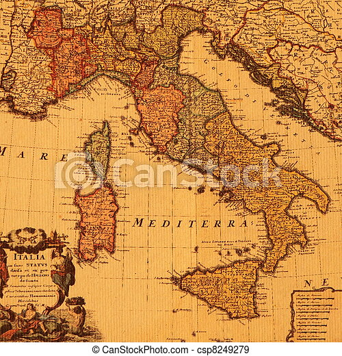 Un mapa antiguo de Italia - csp8249279