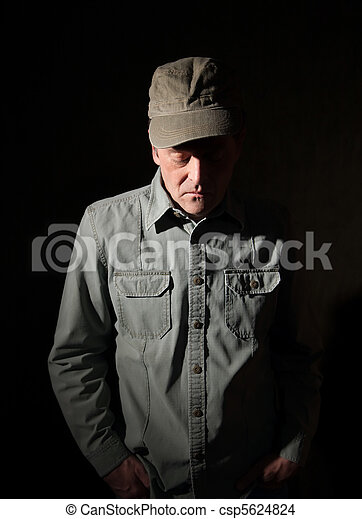 Un militar con las manos en el bolsillo - csp5624824