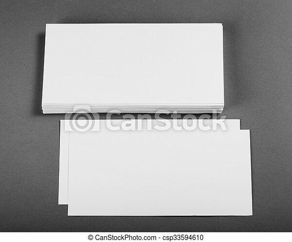 Un póster en blanco sobre un fondo gris para reemplazar tu diseño. - csp33594610