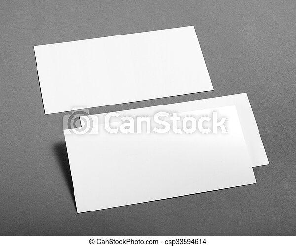 Un póster en blanco sobre un fondo gris para reemplazar tu diseño. - csp33594614