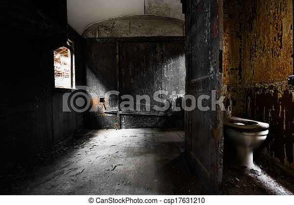 Un viejo y sucio interior de vagón de tren, detalles - csp17631210
