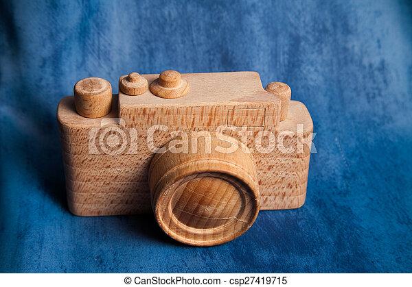 Una antigua cámara de madera marrón. Espacio para el texto. - csp27419715