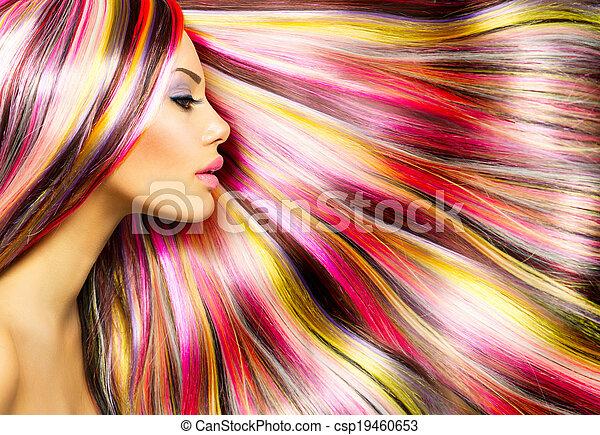 Una chica modelo de belleza con cabello colorido - csp19460653
