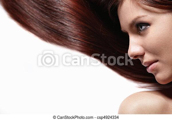 Una linda chica con hermoso cabello - csp4924334