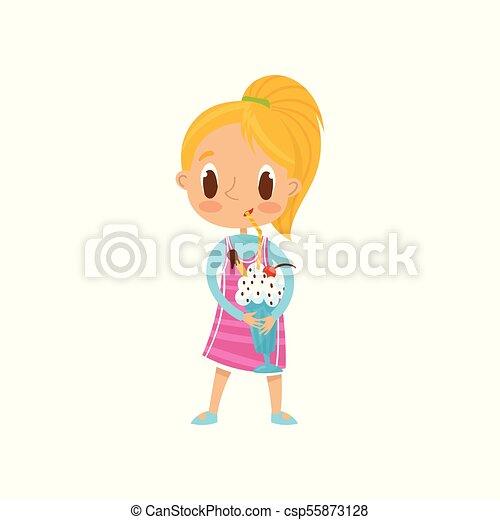 Una linda chica rubia bebiendo batido de leche con un vector de gota en un fondo blanco - csp55873128