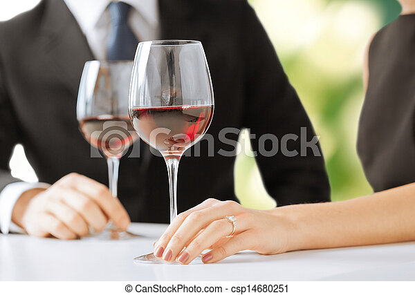 Una pareja comprometida con copas de vino - csp14680251