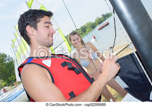 Una pareja navegando - csp52295685