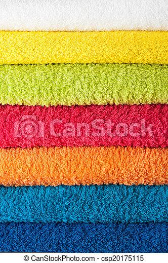 Una pila de toallas coloridas - csp20175115