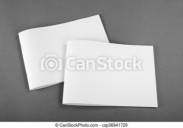 Una revista de Brochure en blanco aislada en gris - csp36941729