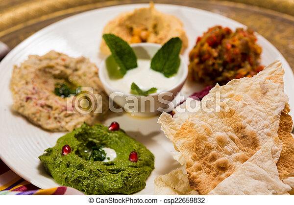 Una variedad de comida oriental, mezze - csp22659832