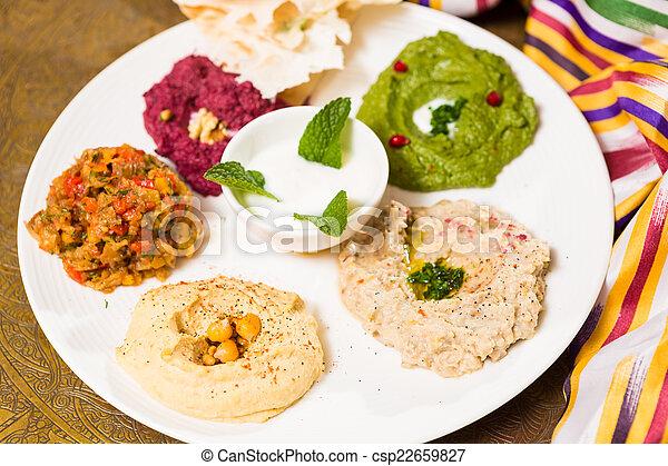 Una variedad de comida oriental, mezze - csp22659827
